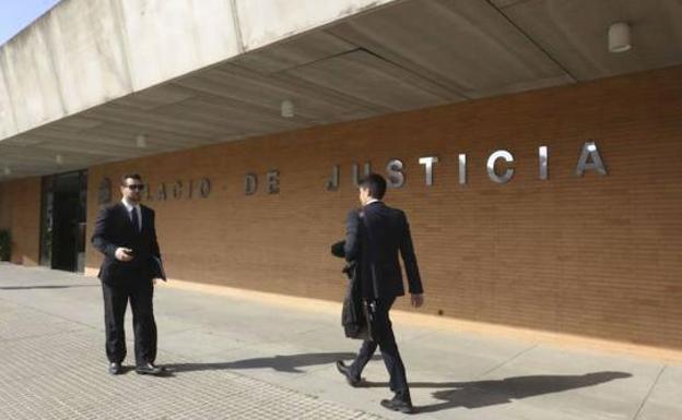 Alertan de la saturación del juzgado encargado de las cláusulas suelo en Badajoz