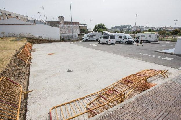 Escombros y vallas que aún no han sido retiradas. :: J.V ARNELAS