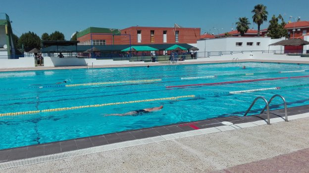 La piscina de verano en almendralejo concluir la for Piscina don benito