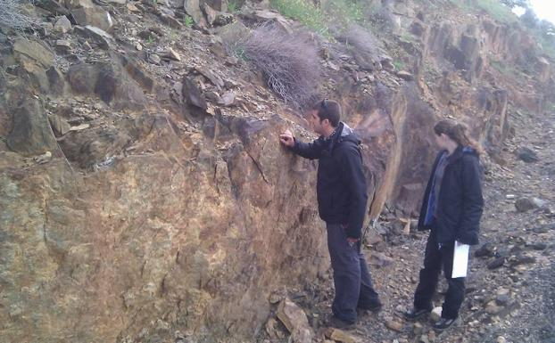 Personal de Mineral Exploration Network en 2014 en Logrosán. :/HOY