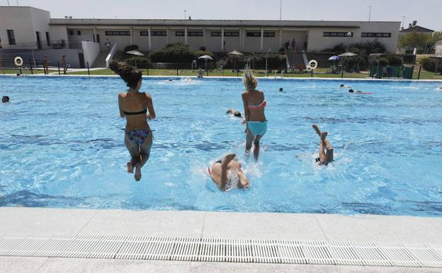 El 31 de mayo abre la piscina municipal de c ceres el for Piscina municipal caceres