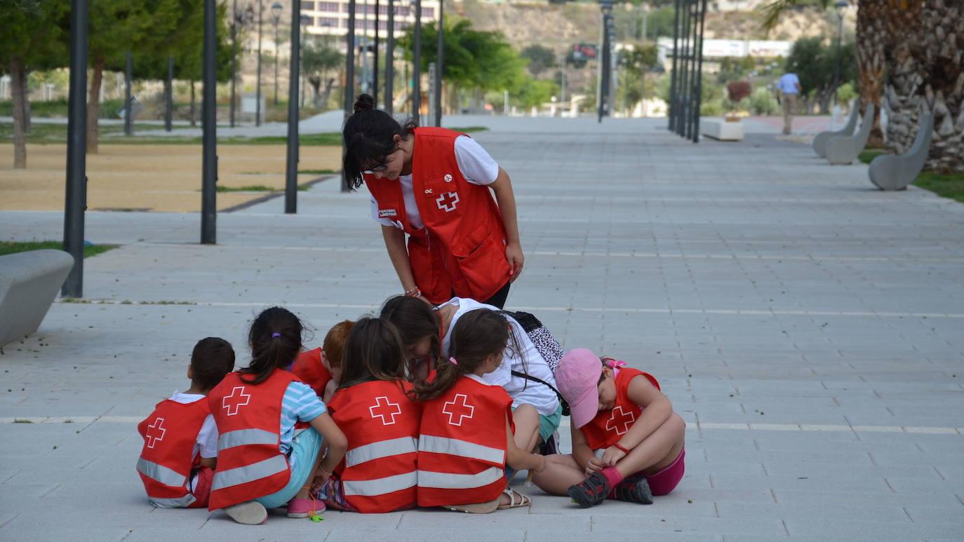 Resultado de imagen de cruz roja niños