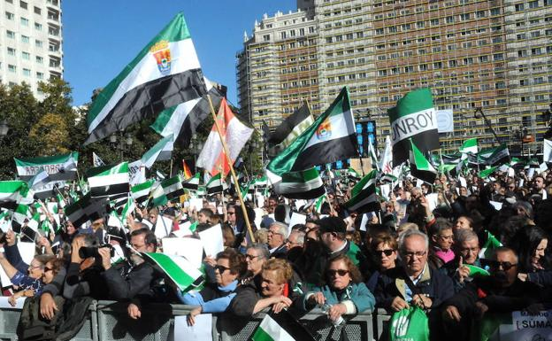 Miembros del Club ven muy positivo que 30.000 estremeños exigieran en Madrid un tren digno.