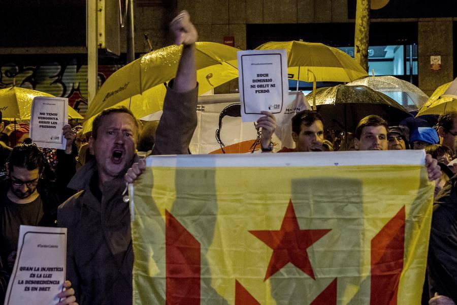 Los CDR se manifiestan ante las sedes de los «traidores» y «cobardes» de ERC y el PDeCAT Cdr-manifa