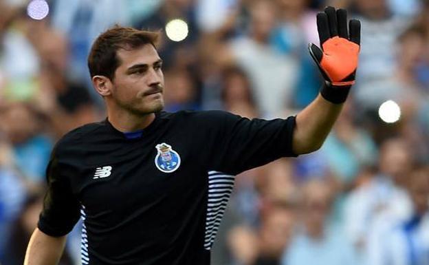 32a64d3b4ac Iker Casillas renueva con el Oporto | Hoy