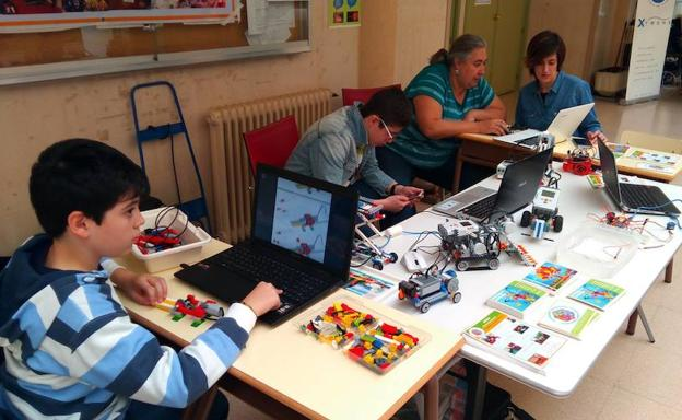 La Escuela de Ingenierías Industriales acoge la celebración del Arduino Day en Badajoz