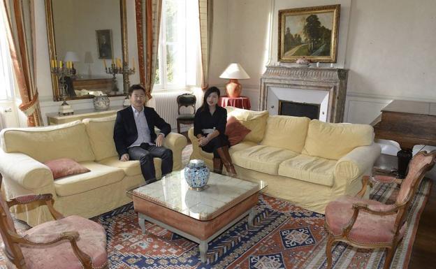 El magnate Zhang Jinshan y su mujer, en su viñedo bordolés.