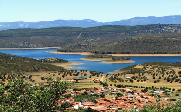 Vista del embalse de Cijara.: