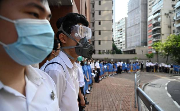 Resultado de imagen para Miles de estudiantes formaron cadenas humanas en diferentes escuelas de Hong Kong