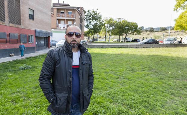 Heredia en la zona donde piden un parque infantil. :: ANDY SOLÉ