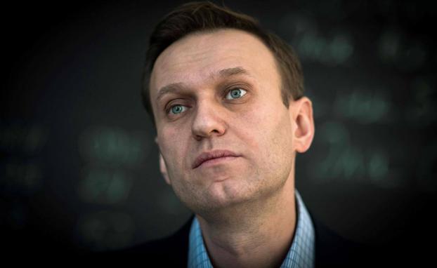 Alexéi Navalni continúa en estado crítico en el hospital.