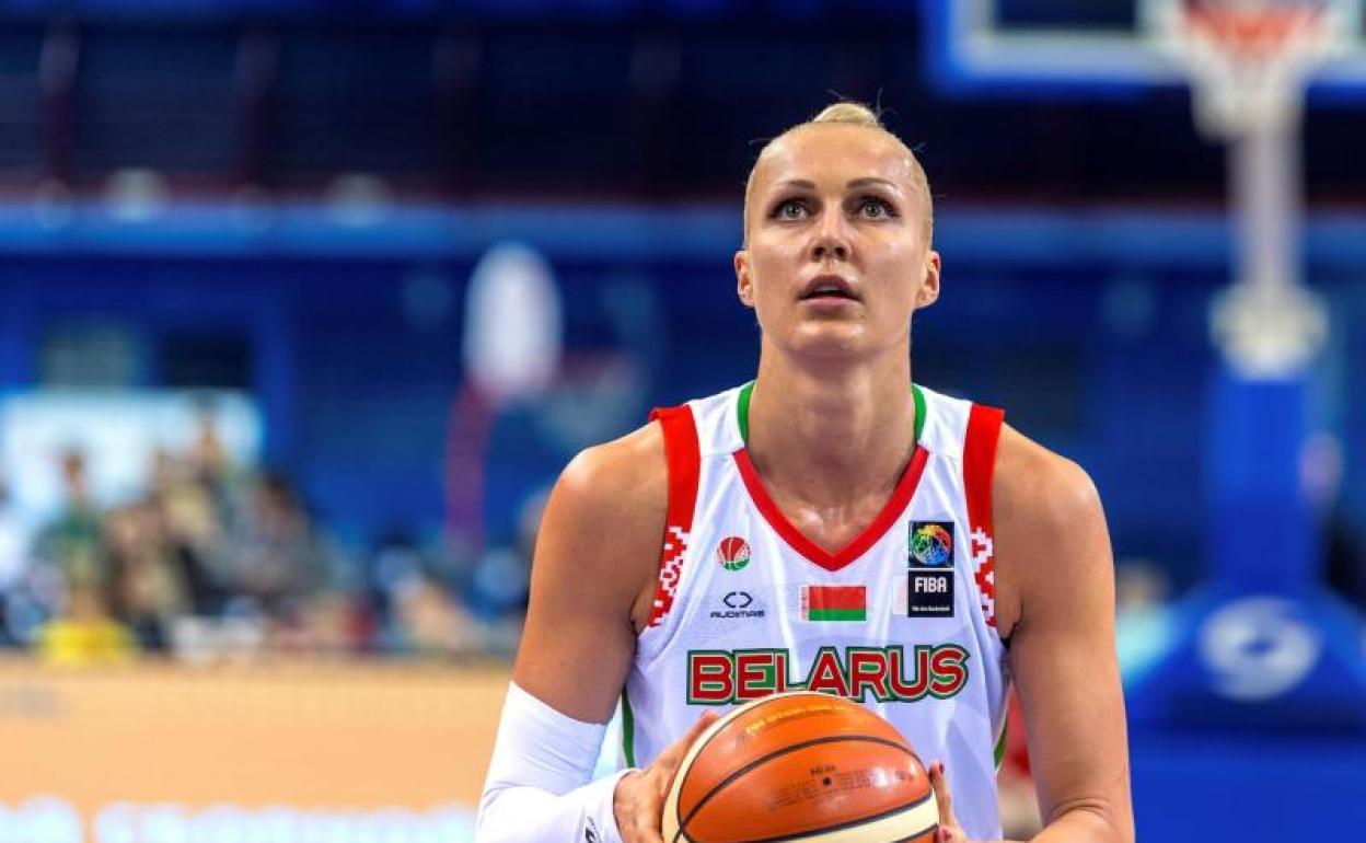 Yelena Levchenko, estrella mundial del baloncesto, tras ser liberada:  «Tengo piojos»   Hoy