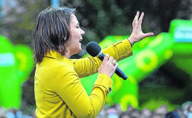 Ang Green Kandidato, Annalina Barbock.  / AP