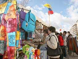 La Feria Artesanal Iberoamericana abre sus puestos en la